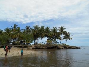 Penampakan Pulau dekat Pantai Air Manis