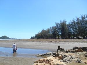 Pemandangan sekitar Pantai Air Manis